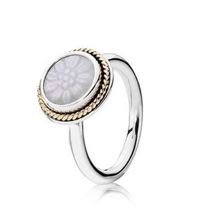 Pandora Mother of Pearl Daisy Signet Retired